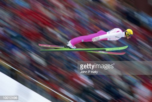 SKI JUMPER IN MIDAIR : Stock-Foto