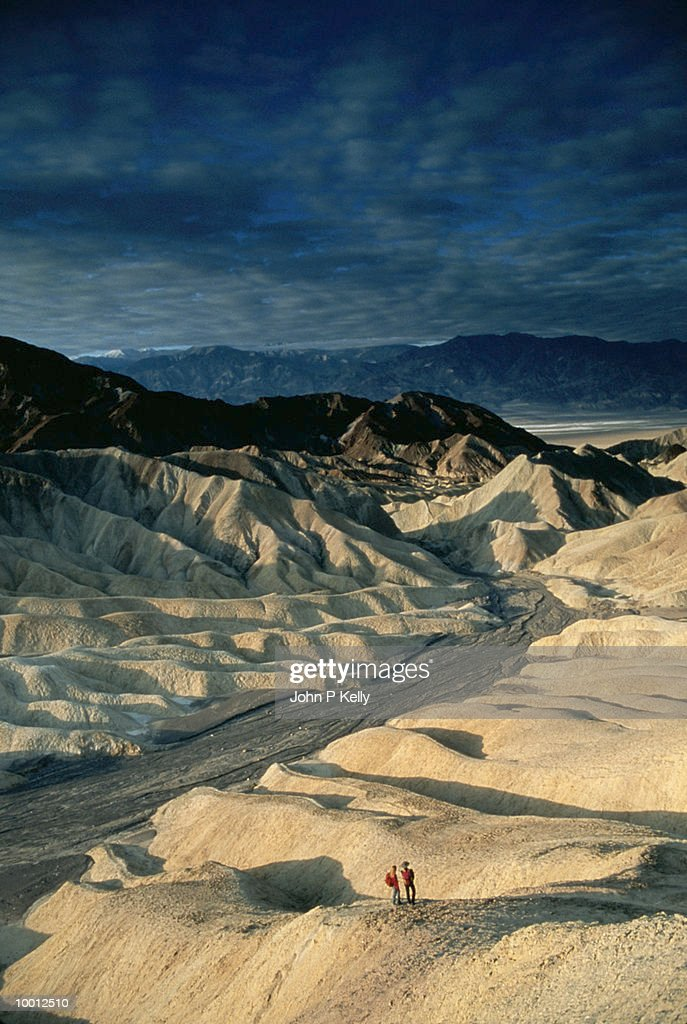 OVERVIEW OF A COUPLE ON RIDGE AT DEATH VALLEY : Stock Photo