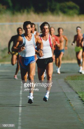 MEN IN TRACK RACE : Stock-Foto