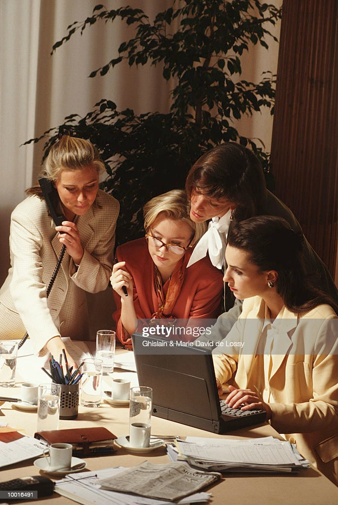 BUSINESSWOMEN WORKING AT CONFERENCE TABLE : Stock Photo