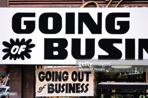 GOING OUT OF BUSINESS SIGN IN NEW YORK CITY : Stockfoto