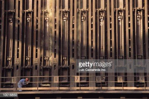 COKE FURNACE AT ENSIDESA METALWORKS IN SPAIN : Stockfoto
