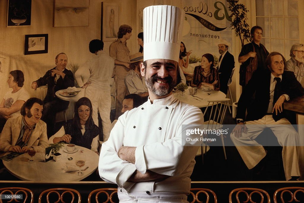 CHEF IN RESTAURANT : Stock Photo