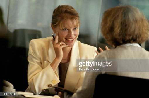 BUSINESSWOMEN TALKING : Stock Photo