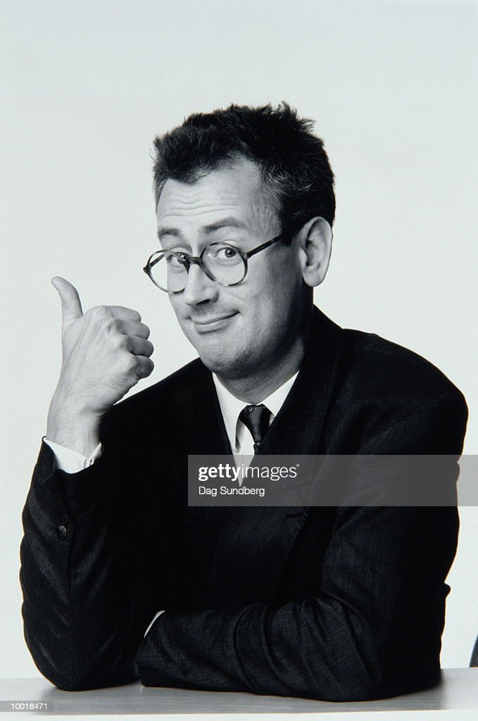 PORTRAIT OF MAN SHOWING THUMBS-UP IN BLACK AND WHITE : Stockfoto