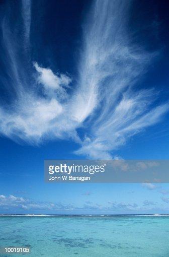 SKY & CORAL LAGOON IN RAROTONGA IN POLYNESIA : Stock Photo