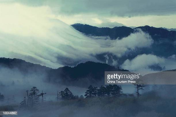 MOVING SEA OF CLOUD HUBEI P. CHINA