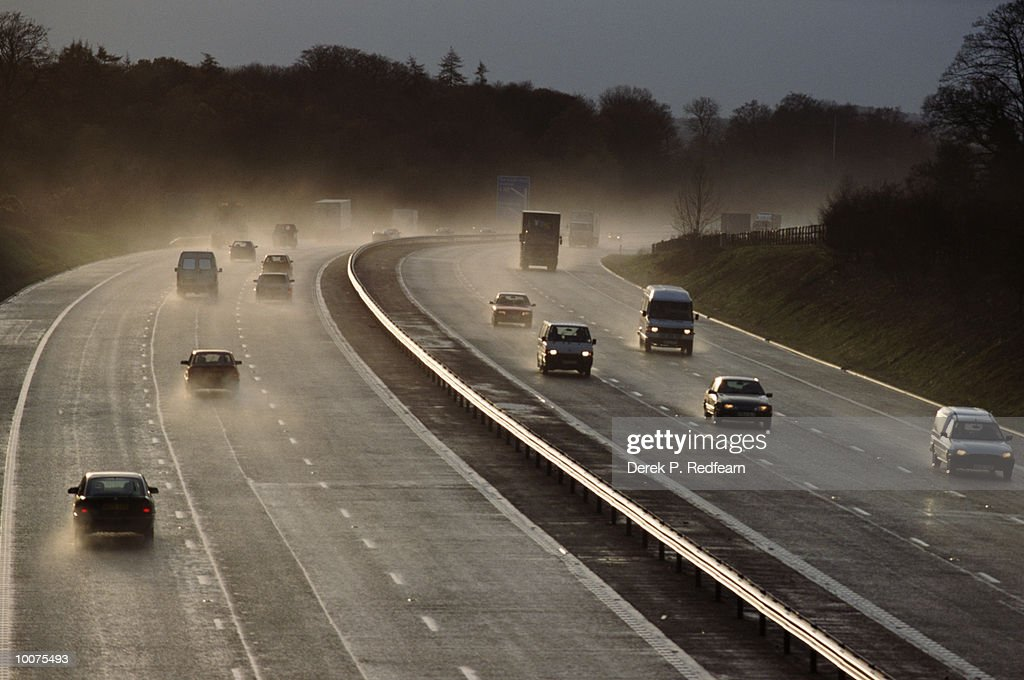 TRAFFIC AND SPRAY ON M3 IN BASINGSTOKE, GREAT BRITAIN : Stock Photo