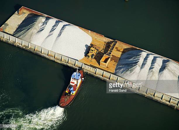 TUG BOAT AND BARGE WITH SAND IN WASHINGTON