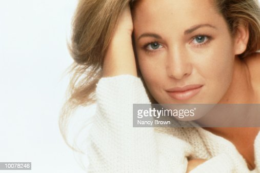HEAD SHOT OF A YOUNG WOMAN INSIDE : Stock Photo