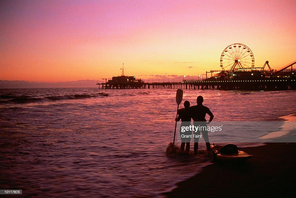 SEA KAYAKING AT SANTA MONICA PIER, CALIFORNIA, USA