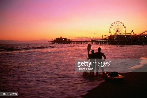 SEA KAYAKING AT SANTA MONICA PIER, CALIFORNIA, USA