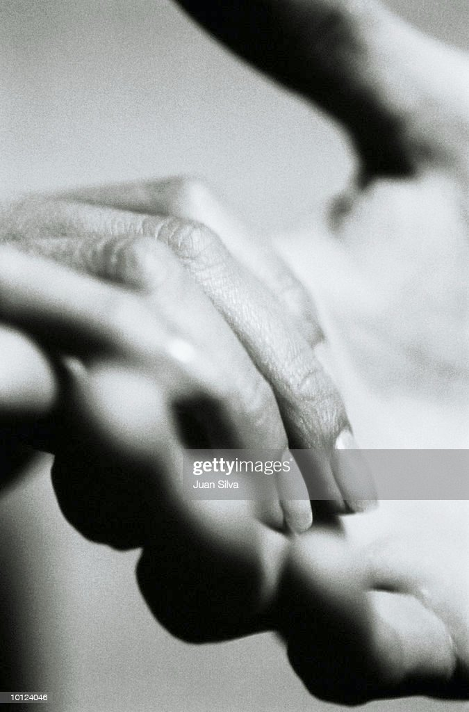 MAN AND WOMANS HAND HOLDING EACH OTHER : Stock Photo