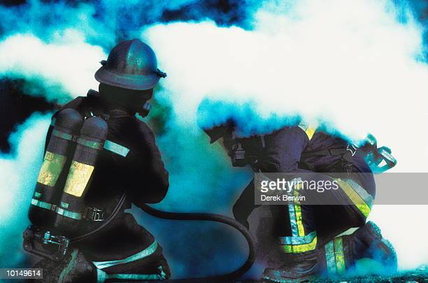 GROUP OF FIREMAN TACKLE BLAZE, UK