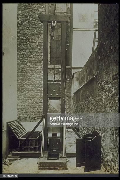 THE WINDOW, CIRCA 1920.  GUILLOTINE IN ALLEY
