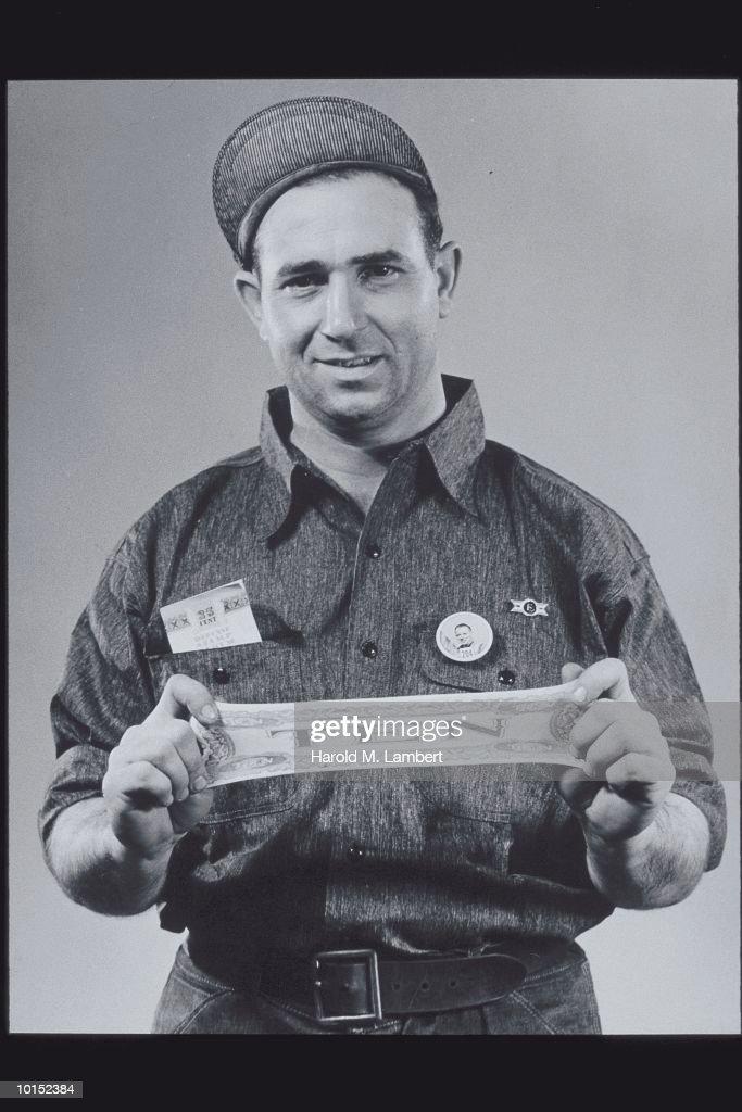 WORKER STRETCHING A FAKE 10 DOLLAR BILL : Stockfoto