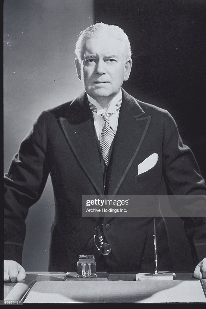 MIDDLE AGED BUSINESSMAN STANDING, CIRCA 1938 : Stockfoto