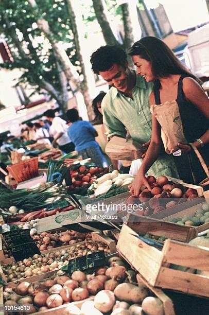COUPLE BUYING FRUIT AT MARKET, PROVENCE, FRANCE