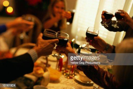 FAMILY TOASTING AT HOLIDAY DINNER : Stock Photo