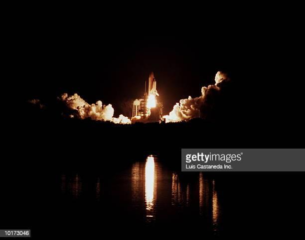 SPACE SHUTTLE LAUNCH, FLORIDA, USA