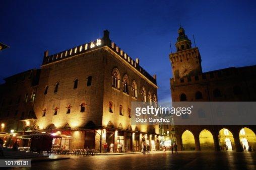 PIAZZA MAGGIORE, BOLOGNA, ITALY : Stock Photo