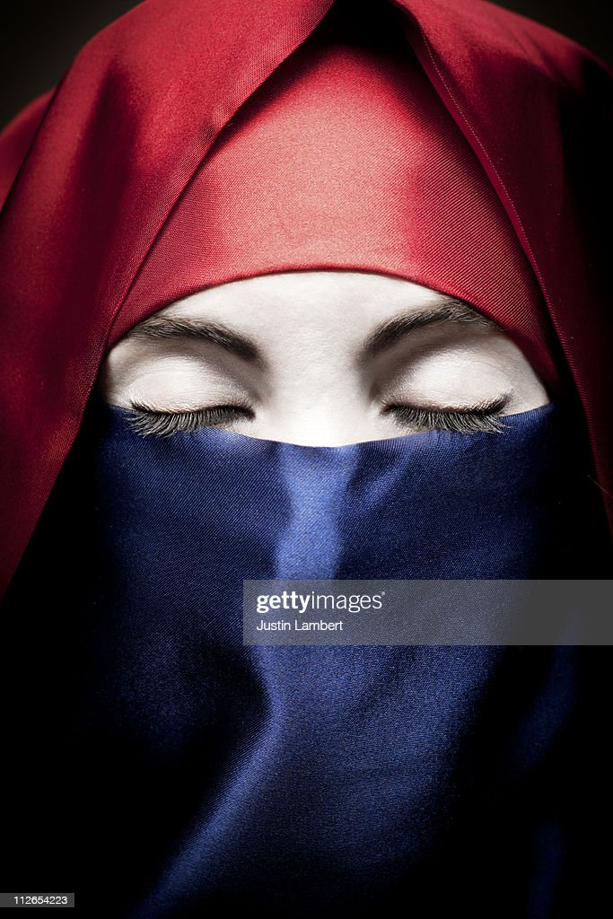 BURQA IN COLORS OF DUTCH/FRENCH FLAG