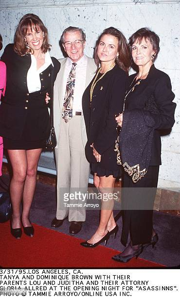 3/31/95 LOS ANGELES CA SISTERS OF MURDERED OJ SIMPSONS WIFE NICOLE TANYA AND DOMINIQUE BROWN WITH THEIR PARENTS AT THE OPENING NIGHT OF ASSASSINS