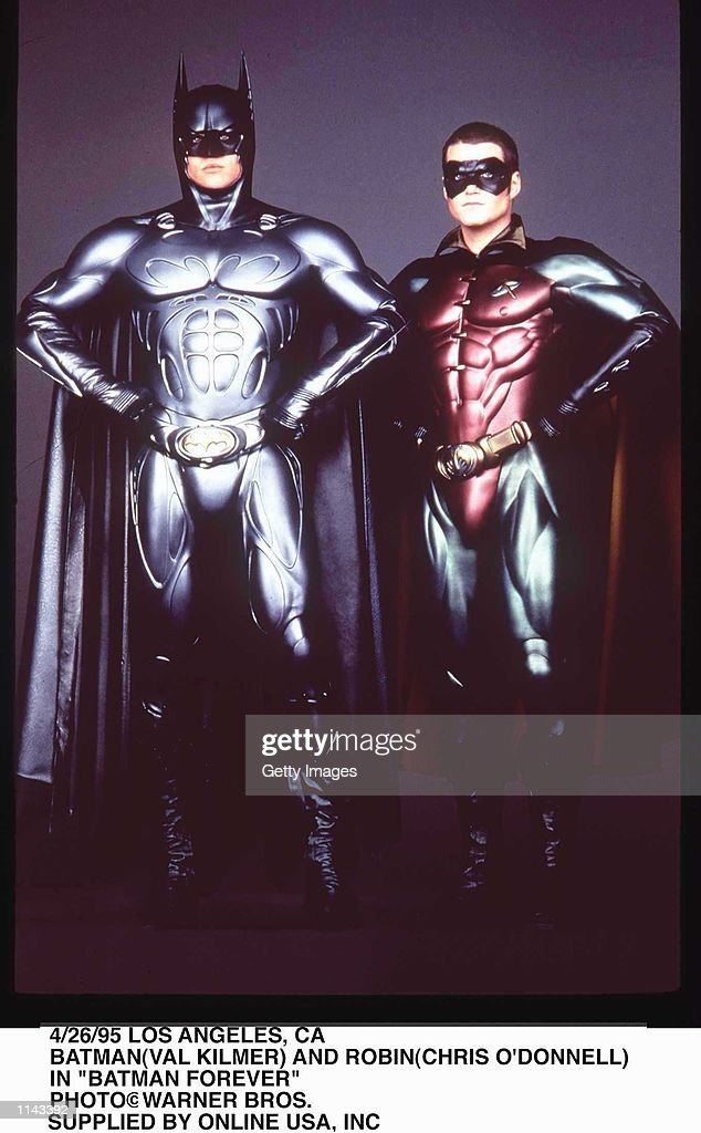 4/26/95 LOS ANGELS, CA BATMAN(VAL KILMER) AND ROBIN(CHRIS O''DONNELL) IN 'BATMAN FOREVER'