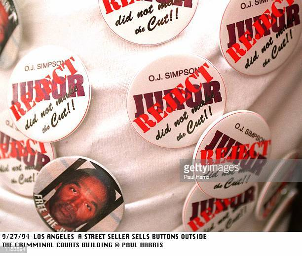 9/27/94LOS ANGELESOUTSIDE THE CRIMINAL COURTS BUILDING IN DOWNTOWN LOS ANGELES SELLERS OFFER T SHIRTS AND BUTTONS ABOUT OJ SIMPSON WHILST THE TRIAL...