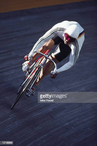 FRANK WEBER OF WEST GERMANY POWERS HIS WAY AROUND THE BEND DURING A QUALIFYING HEAT FOR THE MENS 1000 METRE SPRINT AT THE 1988 SEOUL OLYMPICS