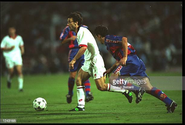 ROBERTO DONADONI OF AC MILAN BREAKS FORWARD DURING THEIR EUROPEAN CUP FINAL AGAINST BARCELONA AT THE OLYMPIC STADIUM ATHENS AC MILAN WON THE MATCH 40...