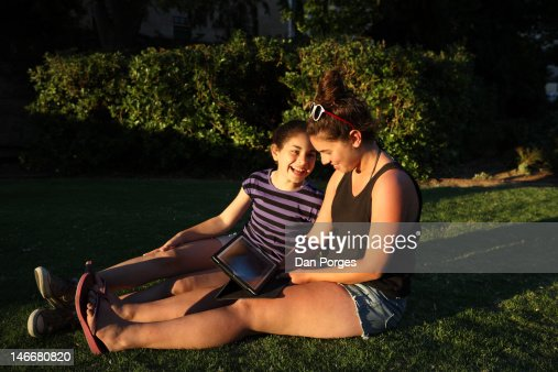 SISTERS RELATING : Stock Photo