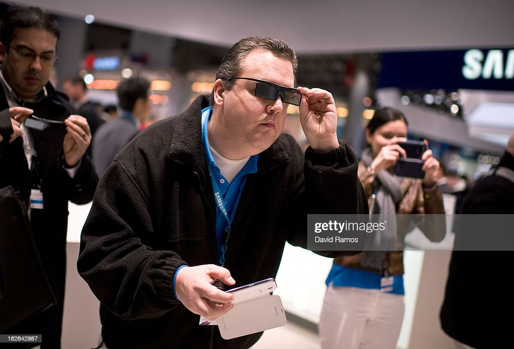A visitor tests a new Samsung 3D device during the first day of the Mobile World Congress 2013 at the Fira Gran Via complex on February 25, 2013 in Barcelona, Spain. The annual Mobile World Congress hosts some of the world's largest communication companies, with many unveiling their latest phones and gadgets. The show runs from February 25 - February 28.