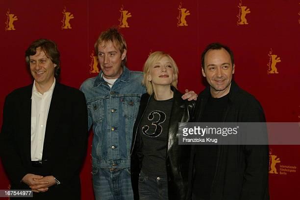 Lasse Hallström Rhys Ifans Cate Blanchett Kevin Spacey Bei Pk Zu 'The Shipping News' Am 110202