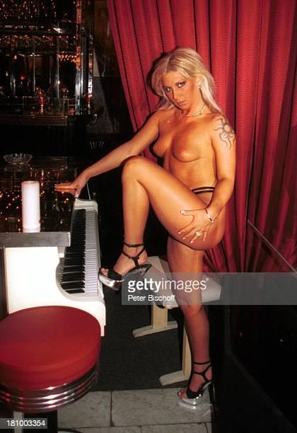 chubby girl in pantyhose nude