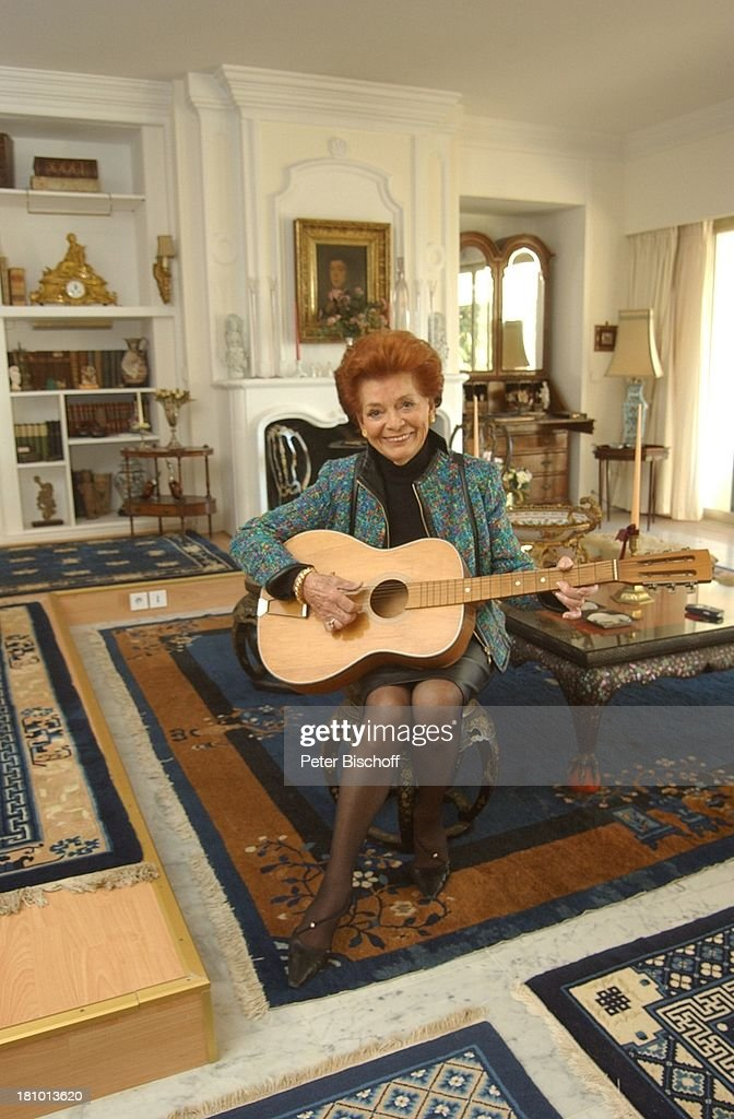Lys Assia Homestory Cannes Frankreich Europa Wohnzimmer Gitarre