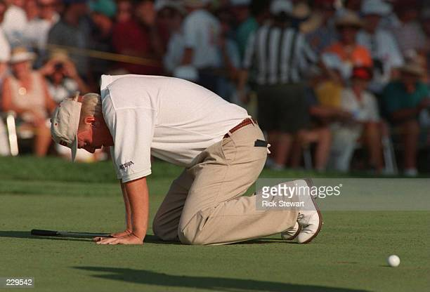 BILLY MAYFAIR FALLS TO HIS KNEES IN DISBELIEF AFTER MISSING HIS BIRDIE PUTT ON THE 18TH HOLE TO WIN THE 1995 NEC WORLD SERIES OF GOLF AT FIRESTONE CC...