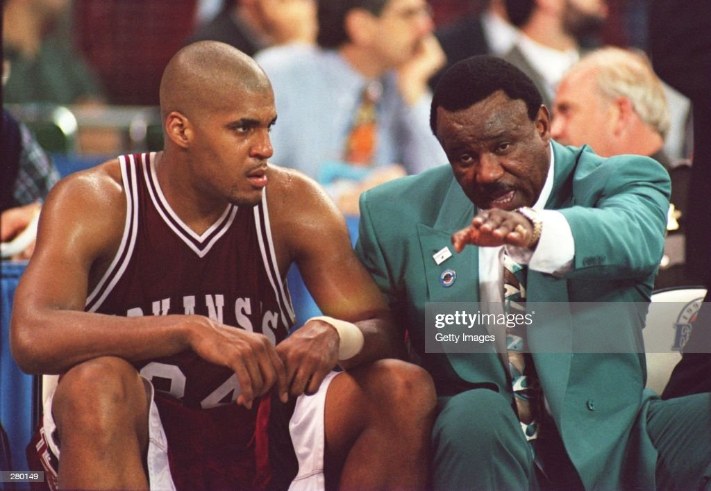 ARKANSAS COACH NOLAN RICHARDSON RIGHT HAS A WORD WITH FORWARD CORLISS WILLIAMSON ON THE BENCH DURING THE FINAL SECONDS OF THEIR 8978 LOSS TO UCLA IN...