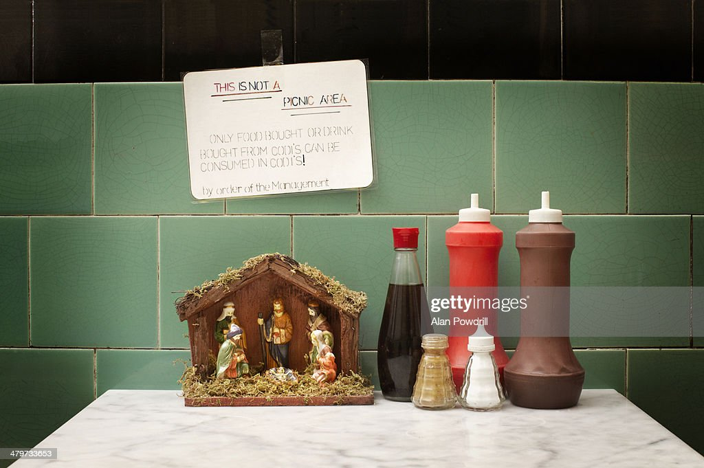 CAFE SAUCES WITH NATIVITY MODEL