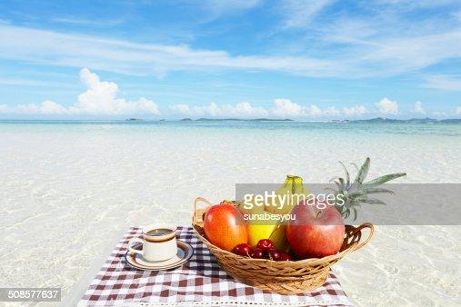 新鮮な果物と海 : Stockfoto