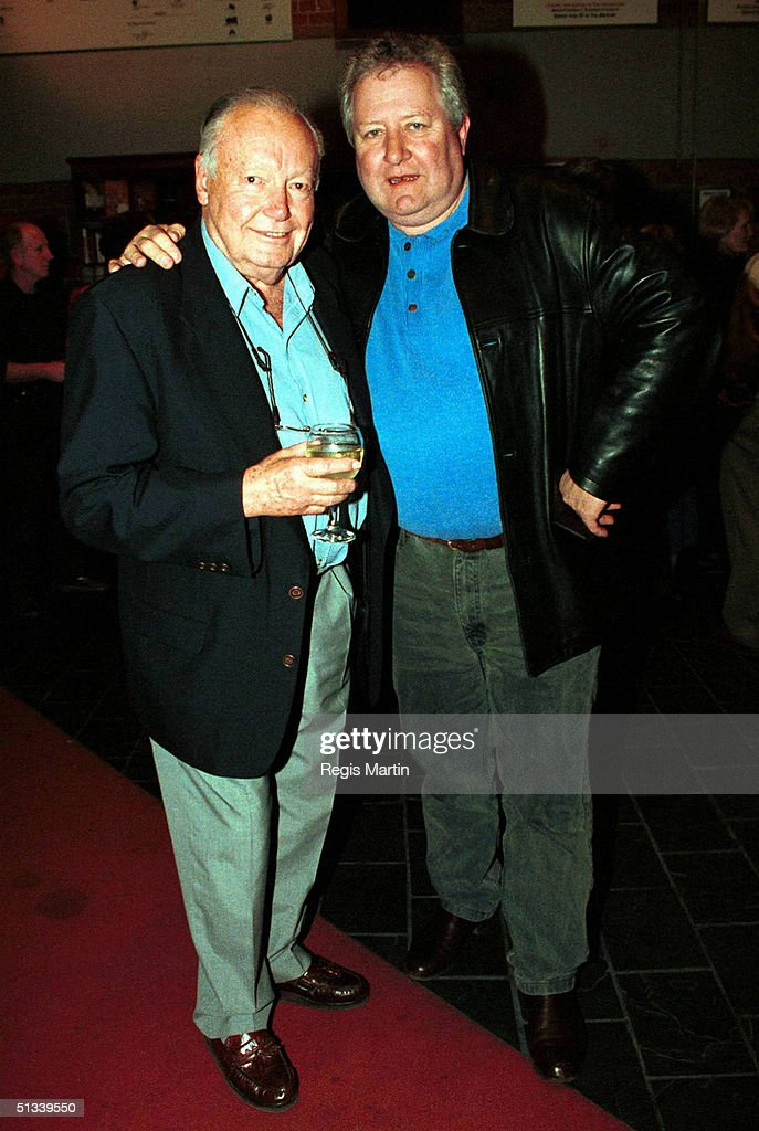 12 SEPTEMBER 2001 CHARLES 'BUD' TINGWELL JOHN WOOD AT THE OPENING NIGHT OF THE PLAY 'THE CARER' AT THE CUB MALTHOUSE THEATRE IN MELBOURNE