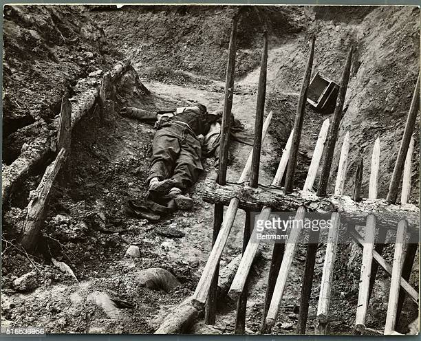 DEAD UNION SOLDIER IN FORTIFIED DITCHUNDATED CIVIL WAR PHOTO