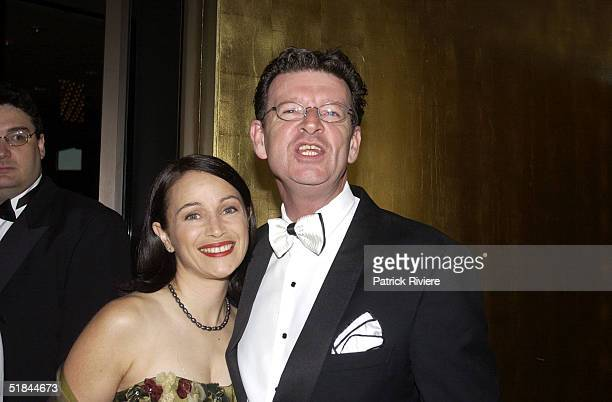 28 APRIL 2002 RED SYMONS WIFE ELLY SYMONDS AT THE 44TH TV WEEK LOGIE AWARDS HELD AT MELBOURNE'S CROWN ENTERTAINMENT COMPLEX ON SUNDAY APRIL 28