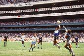 FUSSBALL WM 1986 in Mexiko Viertelfinale ARG ENG 21 MARADONA/ARG'HAND GOTTES ' HANDTOR HAND TOR