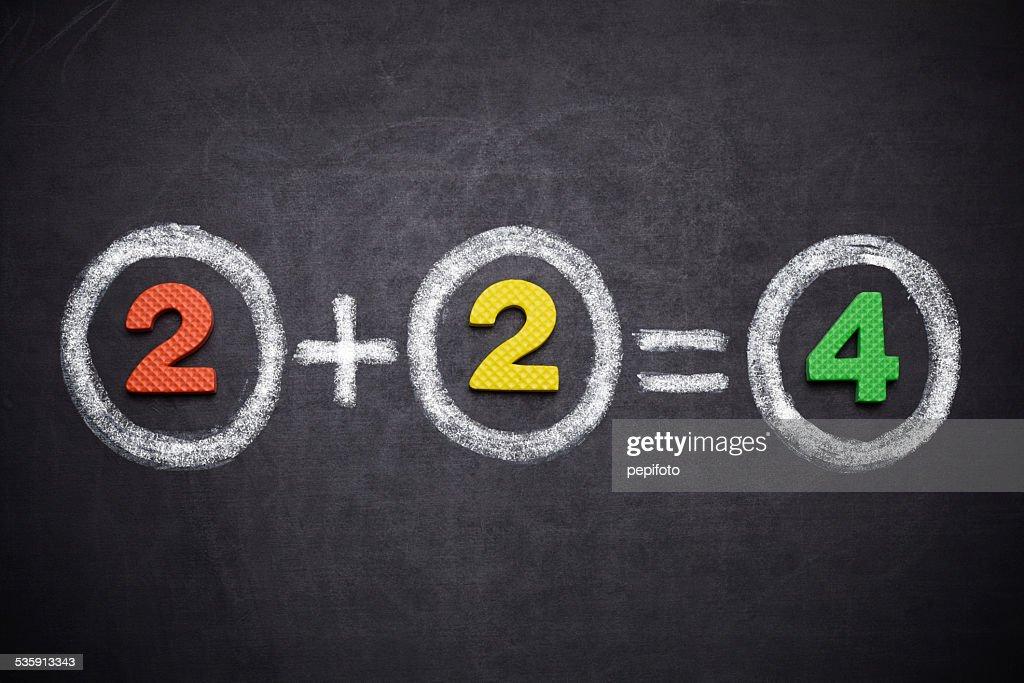 2, 2 = 4 : Foto de stock