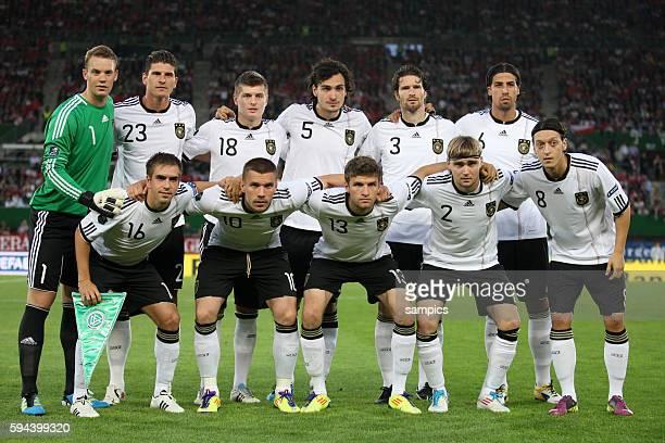 Mannschaftsfoto vl hinten Manuel Neuer Mario Gomez Toni Kroos Mats Hummels Arne FRiedrich Sami Khedira vl vorne Phlipp Lahm Lukas Podolski Thomas...