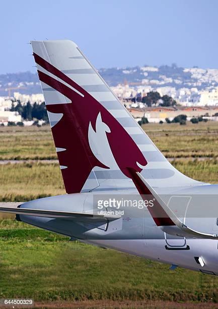 HECK VOM PASSAGIERFLUGZEUG DER QATAR AIRWAYS AUF DEM INTERNATINALEN AIRPORT TUNISCARTHAGE