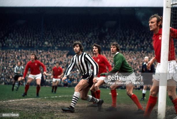 NEWCASTLE UNITED WITH NOTTINGHAM FOREST DEFENDERS DAVE SERELLA JIM BARRON AND JOHN WINFIELD