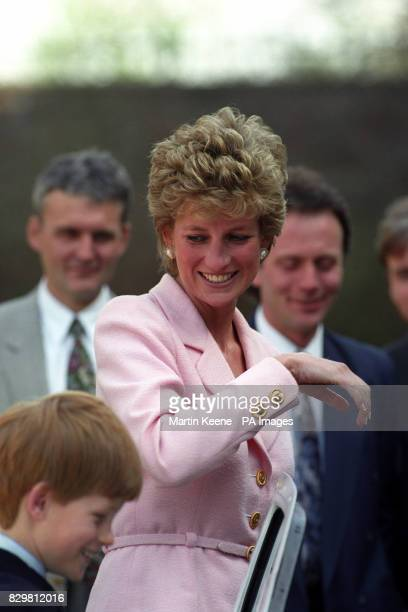 S PRINCESS OF WALES AND HER YOUNGER SON PRINCE HARRY SMILE AS THEY VIEW THE INTERIOR OF A FORD CAR THAT WILL TAKE PART IN THE 1995 LONDON TO MEXICO...