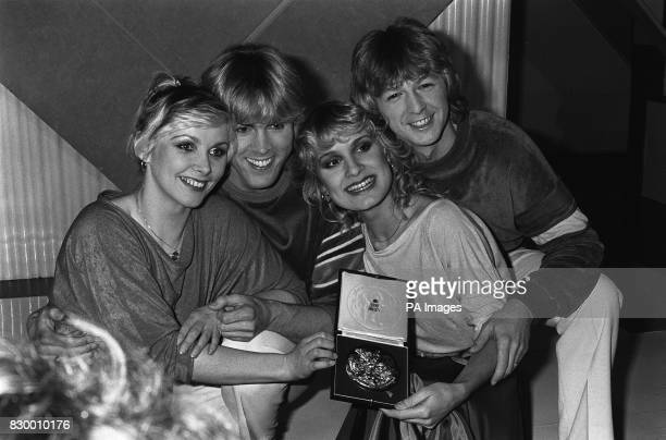 GROUP 'BUCKS FIZZ' IN LONDON THEY WON THE 'SONG FOR EUROPE' CONTEST FROM LEFT TO RIGHT MICHAEL NOLAN BOBBY G AND FRONT ROW CHERYL BAKER AND JAY ASTON